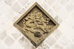 东方石雕刻的龙 库存照片