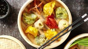 东方繁体中文饺子在木火轮服务 股票视频