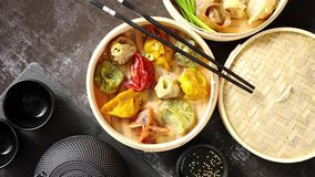 东方繁体中文饺子在木火轮服务 影视素材