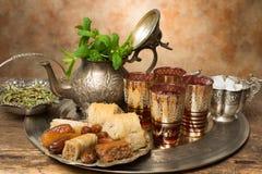 东方茶的蜂蜜曲奇饼 免版税库存照片