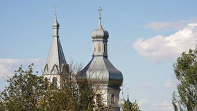 东正教圆顶反对蓝天背景的  影视素材