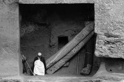 东正教在固体岩石雕刻在拉利贝拉 免版税图库摄影