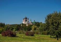东正教在城市公园 库存照片