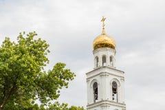东正教在背景中 翼果,俄罗斯城市 iversky修道院 库存照片