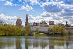 东正教教会在Novodevichy女修道院修道院里 免版税库存照片