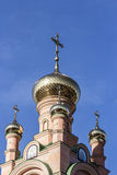 东正教的金黄圆顶和十字架 库存图片