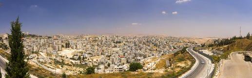 东耶路撒冷郊区和约旦河西岸镇全景  免版税图库摄影