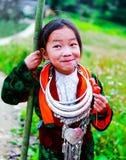 东范,河江市,越南, 2017年11月18日, :越南人Hmong微笑在东范district,河江市省的儿童女孩 免版税库存照片