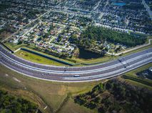 408东西方高速公路奥兰多佛罗里达鸟瞰图  免版税库存照片