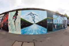 东边画廊-街道艺术和街道画在柏林,德国 免版税库存照片