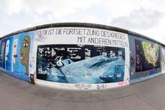 东边画廊-街道艺术和街道画在柏林,德国 免版税图库摄影