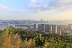 东部俯视haicang桥梁和haicang镇 免版税库存照片