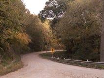 东部内布拉斯加弯曲的石渣路在秋天 图库摄影