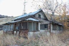 东部华盛顿山麓小丘的被放弃的房子 图库摄影