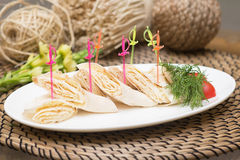 东部卷 皮塔饼用乳酪 快餐,开胃菜 免版税图库摄影