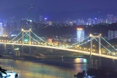 东部在晚上俯视haicang桥梁 免版税库存图片