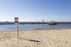 东部海滩游泳封入物 免版税库存图片