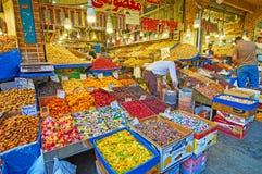 东部甜点在德黑兰市场上 库存图片
