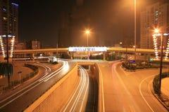 东部高速公路晚上西方的青岛 免版税库存图片