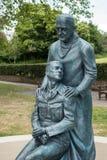东部GRINSTEAD,西部SUSSEX/UK - 6月13日:在E的McIndoe纪念品 库存图片