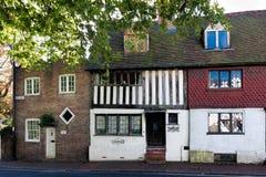 东部GRINSTEAD,西部SUSSEX/UK - 10月26日:Ye Olde把关起来 图库摄影