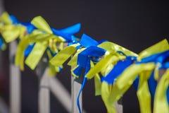 丝带背景在乌克兰颜色的 库存图片