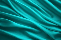 丝织物背景,蓝色缎布料波浪,抽象流动的纺织品 图库摄影