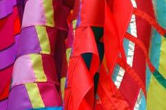 丝绸五颜六色的围巾 免版税图库摄影
