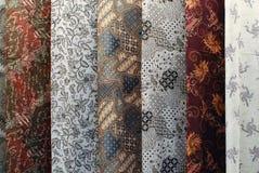 丝绸和蜡染布 免版税库存图片