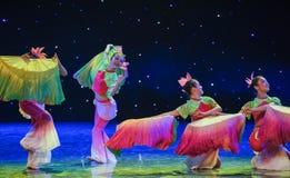 丝绸爱好者中国种族舞蹈 免版税库存照片