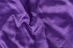 丝绸背景,紫罗兰色发光的织品纹理  库存照片