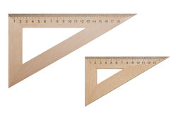 两三角统治者由木头制成20和15厘米在白色,被隔绝的背景 库存图片