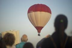 两上升的气球 免版税库存图片