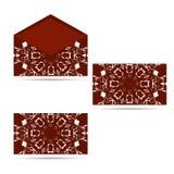 两与圆装饰品、红色和白色的信封 库存图片