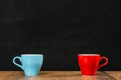 两个一起陶瓷咖啡茶杯安排 库存照片