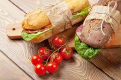两个三明治用沙拉,火腿,乳酪 库存照片