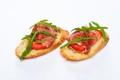 两个三明治用serrano火腿、乳酪和芝麻菜 免版税图库摄影