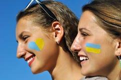 两个乌克兰十几岁的女孩特写镜头画象  免版税库存图片