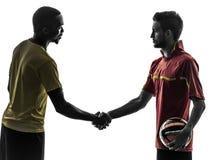 两个人足球运动员握手握手剪影 免版税库存图片