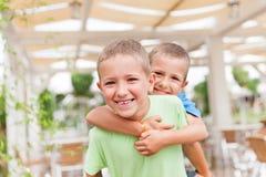 两个兄弟男孩 免版税库存图片