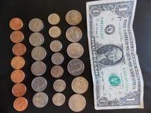 两个分行货币角钱角钱老鹰橡木橄榄色四分之一季度表示的端传播堆积尾标火炬点燃团结翼的状态 库存照片
