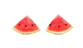 两个切片特写镜头成熟西瓜,隔绝在白色背景 西瓜黏浆状物质是包含微小的种子 免版税图库摄影