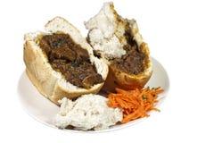 两个南非羊肉兔宝宝食物用红萝卜Sambal 库存图片
