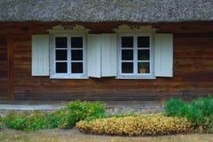 两个古色古香的窗口 免版税图库摄影