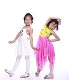 两个可爱的小女孩 免版税库存照片