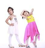 两个可爱的小女孩 免版税库存图片