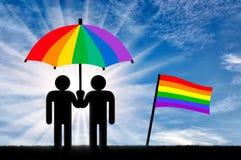 两个同性恋者在彩虹伞下 图库摄影