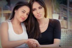 两个哀伤的女孩画象  库存照片
