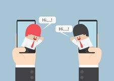 两个商人在智能手机沟通与讲话泡影 向量例证