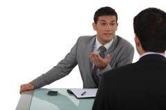 两个商人聊天 免版税库存照片